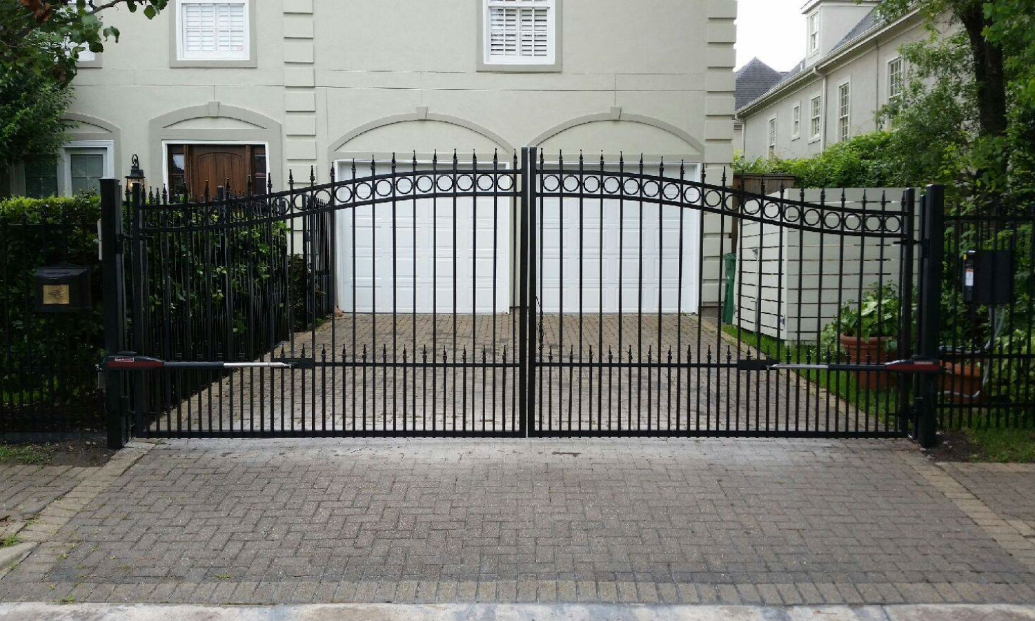 Driveway gate in the heights houston best driveway gates for Best driveway gates